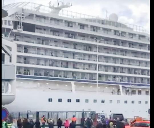 Merehätta sattunud Norra kruiisilaev jõudis lõpuks sadamasse, inimesed kirjeldasid, et tunne oli nagu Titanicul