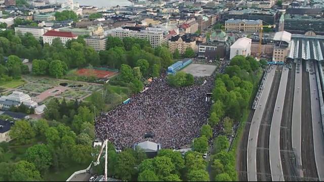 Helsingis oli esmaspäeva õhtul suur rahvapidu seoses hokisangarite koju saabumisega