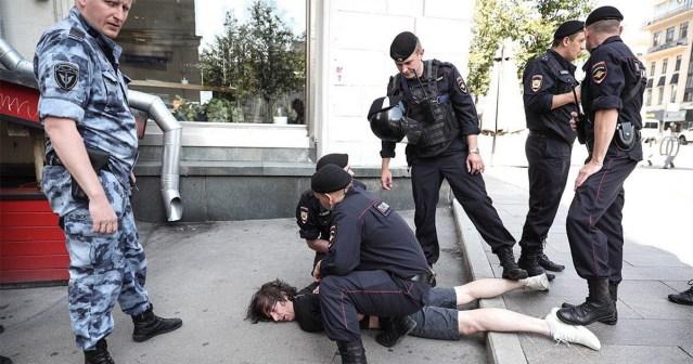 Moskvas oli meeleavaldus, mille politsei ajas nuiadega laiali, ligi 1400 inimest võeti vahi alla