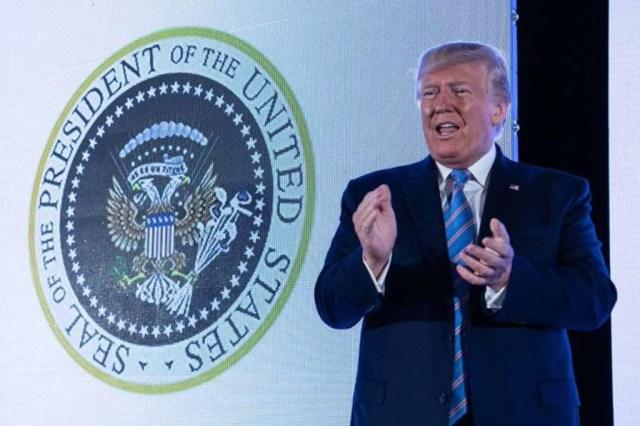 Trumpile visati USA-s kole vimka: kotkapead Vene vapilt, lisaks golfikepid ja rahapatakas