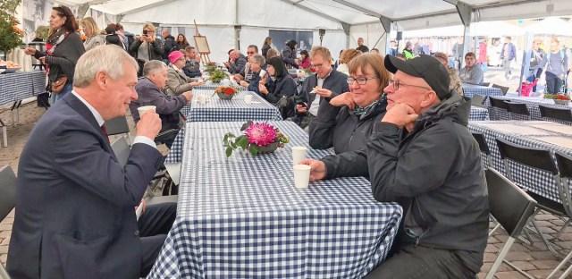 PILTUUDIS: Soome peaminister jõi koos rahvaga kohvi