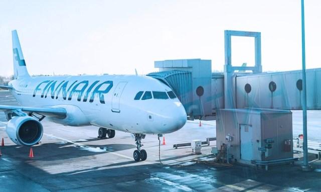 Lisainfo õnnetuse kohta Helsingi-Vantaa lennuväljal: lennukist kukkus välja Finnairi töötaja, luud murdusid