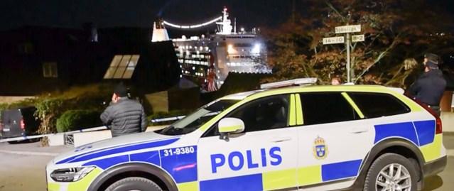 Rootslane Hans oli šokeeritud, kui tema maja kõrvale ilmus suur kummituslaev