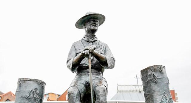 Inglismaal tahetakse eemaldada skautluse rajaja Baden-Powelli kuju, endised skaudid on vastu