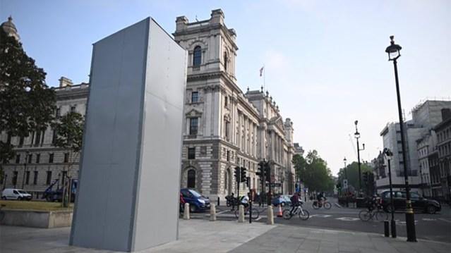 Londonis kaeti Churchilli kuju kinni, et seda maha ei saaks võtta