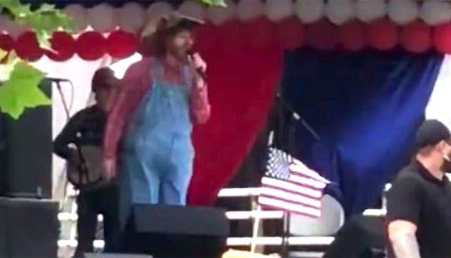 VIDEO: Borati osatäitja tegi USA konservatiivide arvel koroona-nalja