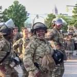 VIDEO: USA sõjaväelased ühinesid meeleavaldajatega ja lõid tantsu