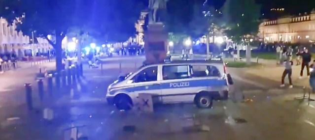 VIDEO: Saksamaal puhkes migrantide mäss, rüüstatakse poode ja politseiautosid, karjutakse Allahu akbar (NB! Nõrganärvilistele mittesoovitav)