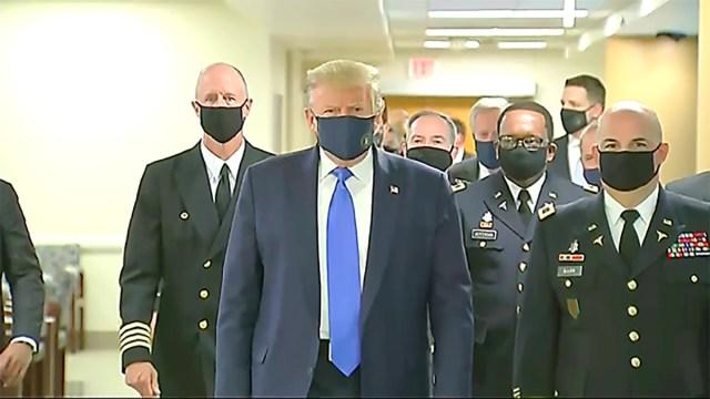 PILTUUDIS: USA president kandis esimest korda avalikult näomaski