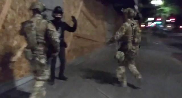 VIDEO: USA-s on toodud tänavatele nn rohelised mehikesed, kes inimesi vahistavad