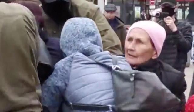 Kõhe video: Minskis võtavad rohelised mehikesed inimesi päise päeva ajal tänaval kinni, ka naisterahvaid