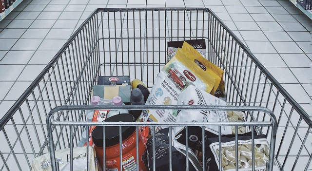 Soome müüjad koroona tõttu suure pinge all – kliendid sülgavad ja köhivad otse peale