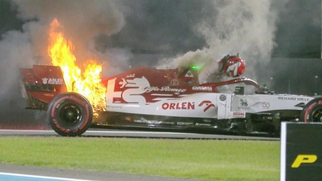 VIDEO: Kimi Räikköneni auto süttis põlema