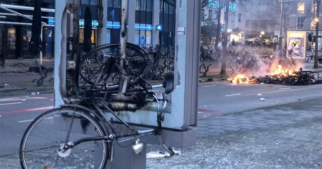 KUUM: Hollandis puhkes koroonapiirangute-vastane kodusõda