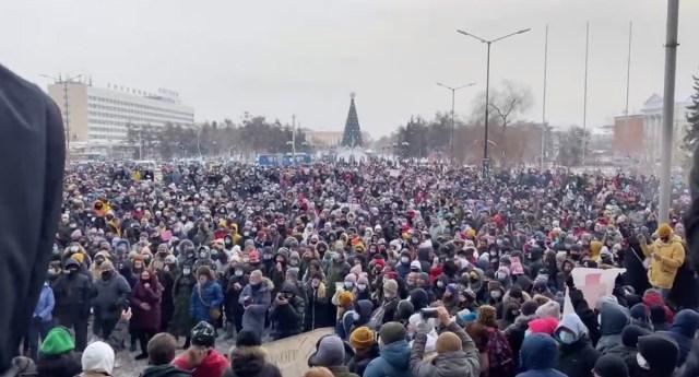 VIDEOD JA PILDID: Venemaal on rahvas üles tõusmas Navalnõi üleskutse peale, võimud koondavad jõudusid