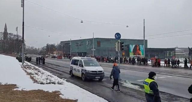 Koroonapiirangute vastased tahavad Helsingis taas kokku tulla, aga politsei ei taha lubada