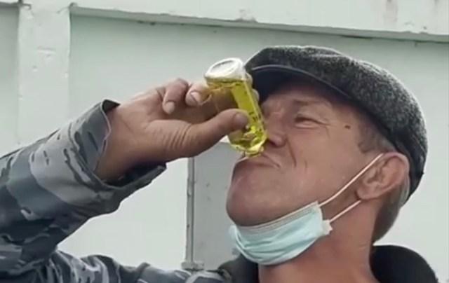 VIDEO: vene mees räägib, et koroona vastu on kõige parem rohi odekas