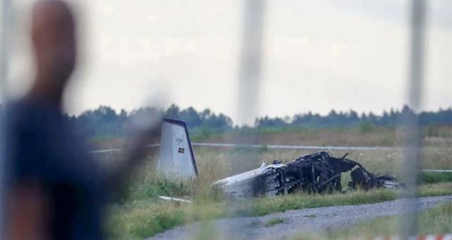 Rootsis sai 9 inimest surma, kui langevarjurite lennuk kukkus alla