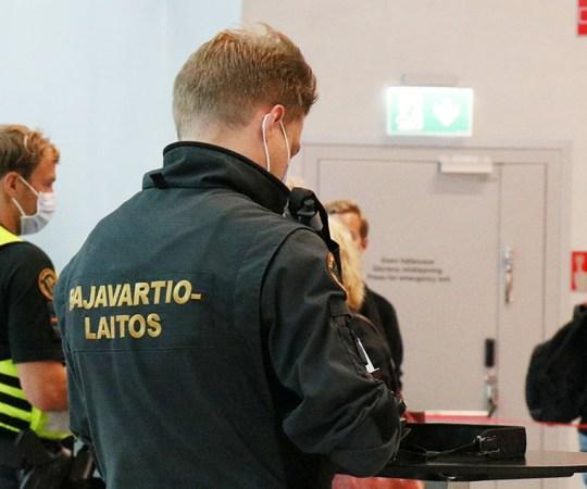 Helsingi sadamas kontrollitakse koroonatõendeid vaid pisteliselt