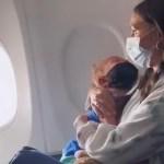 Kole lugu: ema aeti lennukist välja, kuna 2-aastasel astmaatikust lapsel polnud maski ees