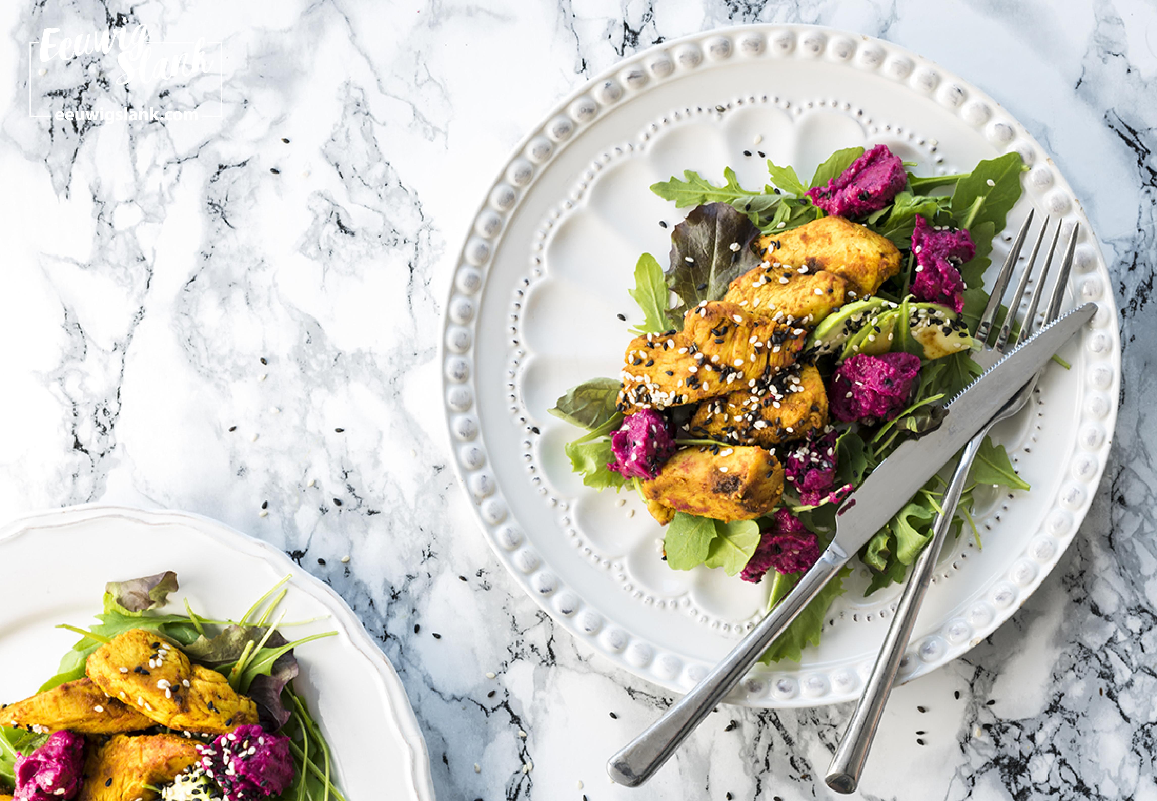 Salade Met Kip en Rode Bietenhummus