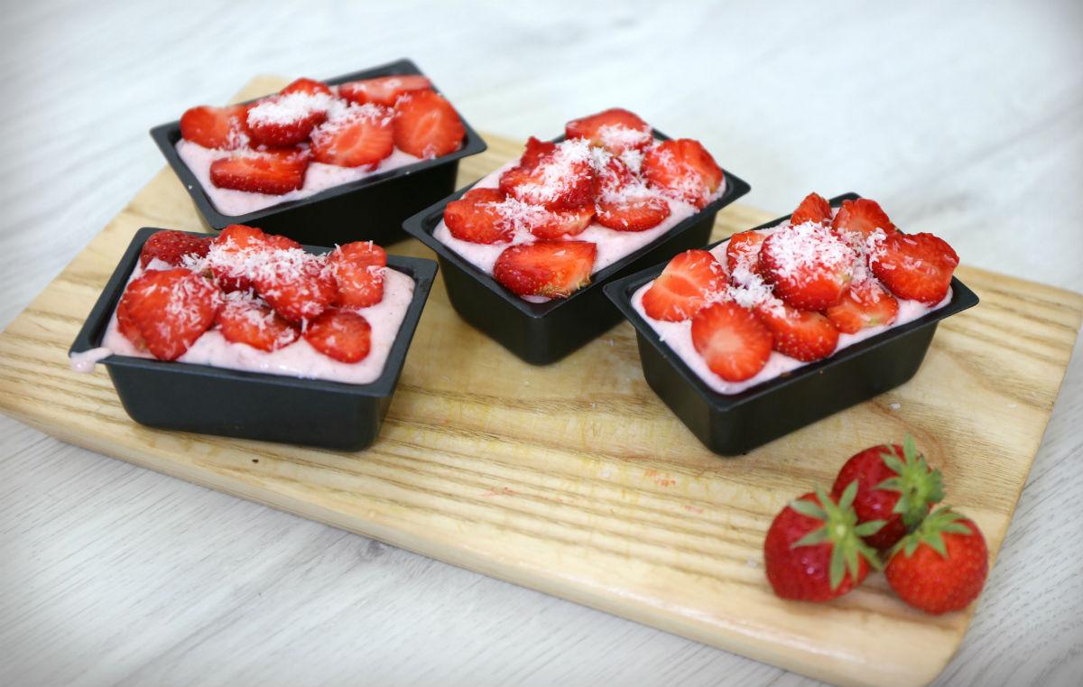 Minifitness_mansikkaleivos_terveellinen_ilman sokeria_proteiinipitoinen leivos