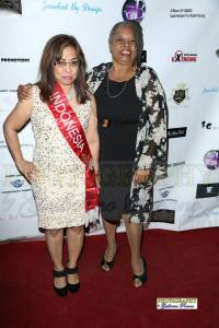 Mrs. Indonesia Molly and actress Reatha Grey (Off Their Rockers) on the red carpet. Photo courtesy of Guillermo Proano