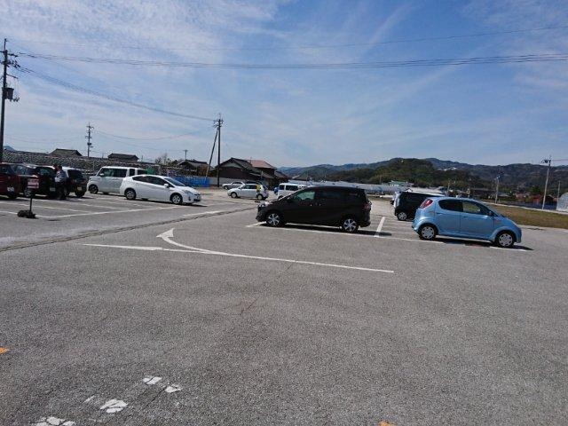 西島園芸団地の駐車場は広い