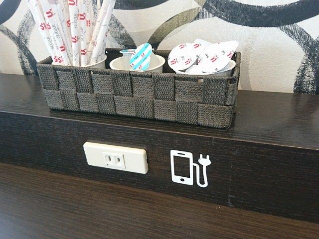 店内には充電用コンセントもあり