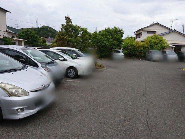 萌葱亭の駐車場