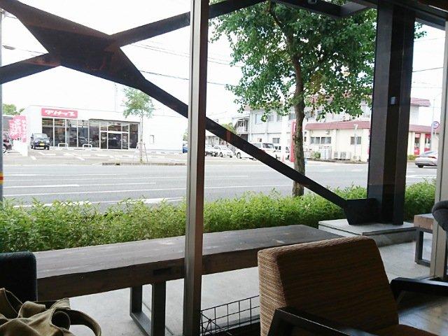 芋屋金次郎卸団地店:向かい側にあるクリナップ