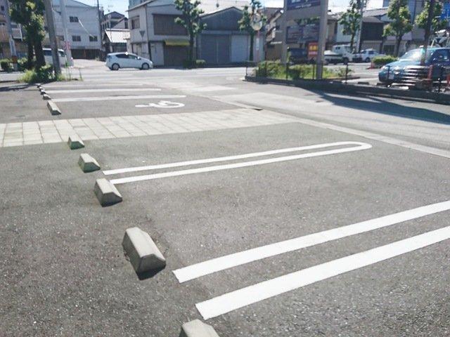 モンプレジール: 駐車場