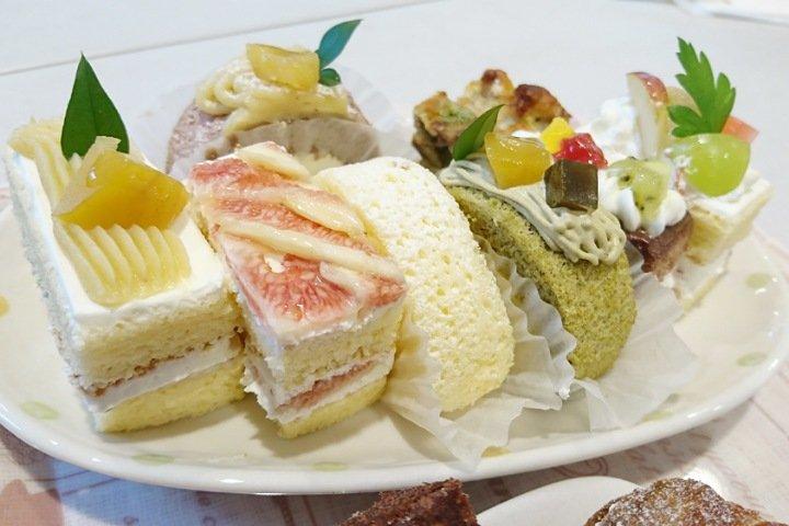 ストローベイルSANKANYA:実際にケーキを食べる2
