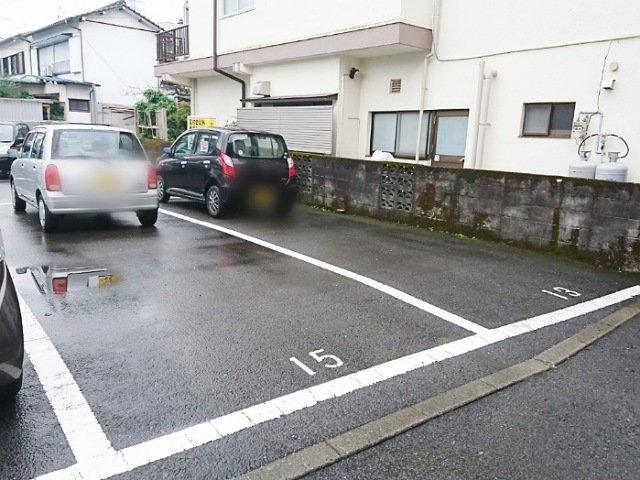 はやりMON:駐車場