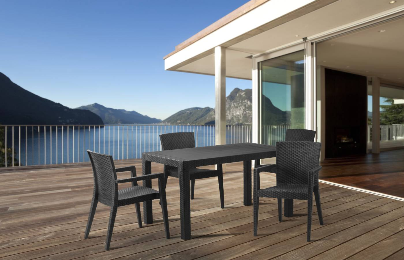 outdoor dining sea view