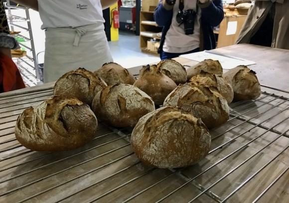 pains cuits sur une grille