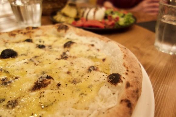 pizza parmesan, ricotta, fourme d'ambert et provolone