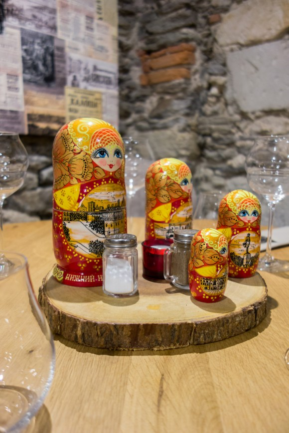 poupées russe au restaurant m strogoff