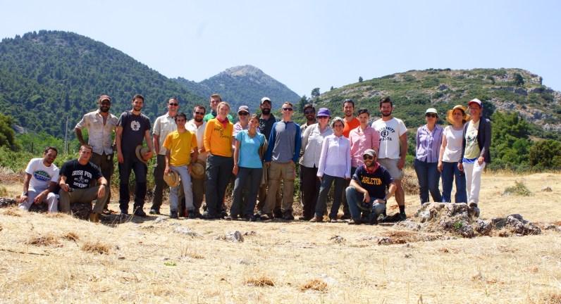 Η ομάδα του MAP μπροστά από το Ναό