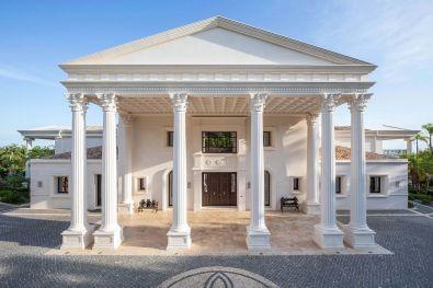 Increible fachade de una de las casas mas lujosas de Marbella