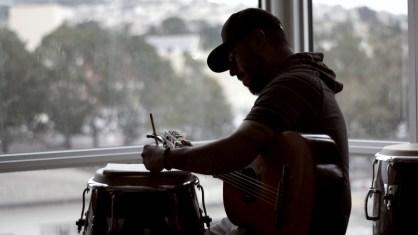 Fotografía extraída del vídeo sobre la música latina para tratar a pacientes en Estados Unidos. EFE/TurboTax /SOLO USO EDITORIAL/NO VENTAS/SOLO DISPONIBLE PARA ILUSTRAR LA NOTICIA QUE ACOMPAÑA/CRÉDITO OBLIGATORIO