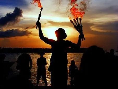 La multitarea es como hacer malabares con fuego sin estar capacitado. ¿A que adivinas lo que va a pasar?