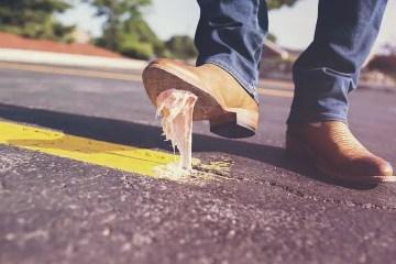 Zapato pisando chicle