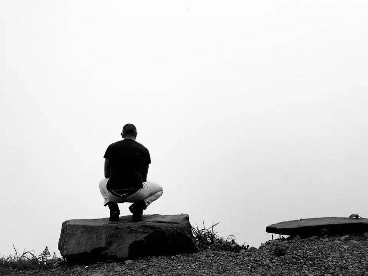 Reflexionando en un entorno tranquilo