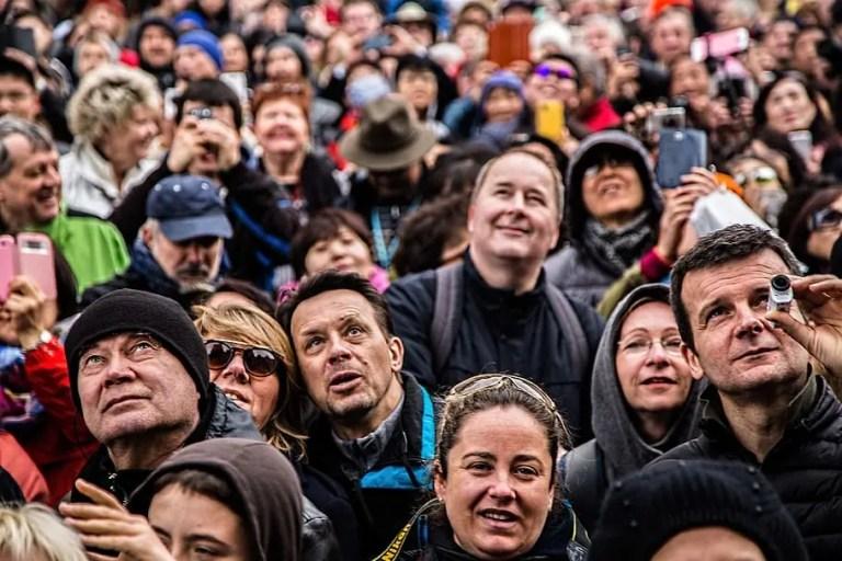 Gente mirando - Ley de Linus