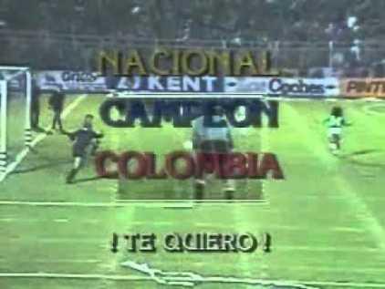 Nem bem Álvarez cobrou o penal decisivo e a TV já anunciava o feito histórico dos puros criollos.