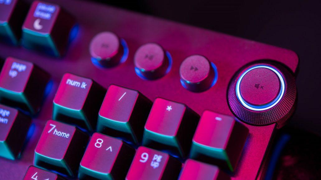 Razer Huntsman Elite – Expensive for the features