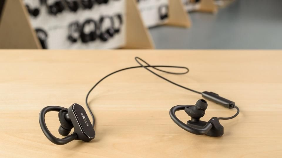 Anker SoundBuds Curve un'alternativa sportiva conveniente