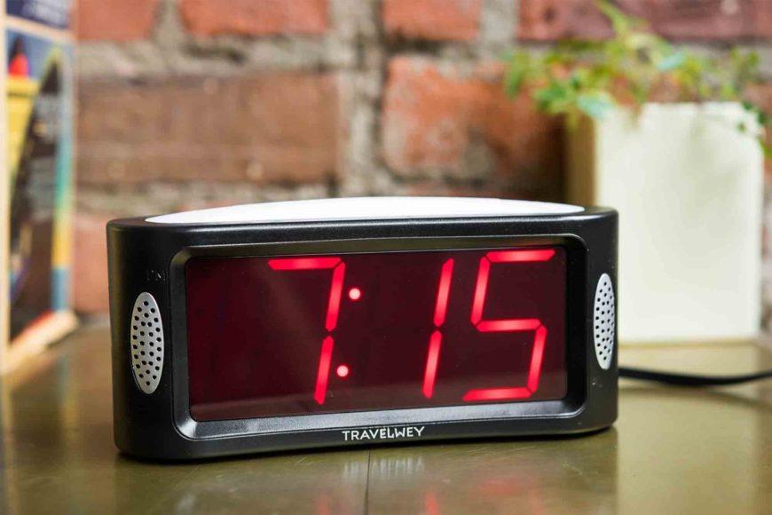 Secondo classificato Travelwey LED Digital Alarm Clock
