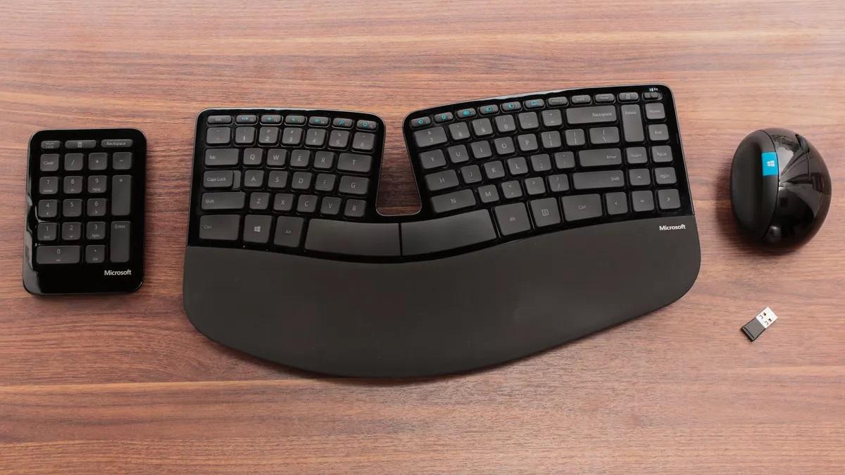 Microsoft Sculpt Ergonomic Desktop: miglior tastiera ergonomica